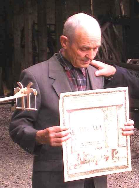 Simion Cojocaru – mesterul obiectelor in miniatura