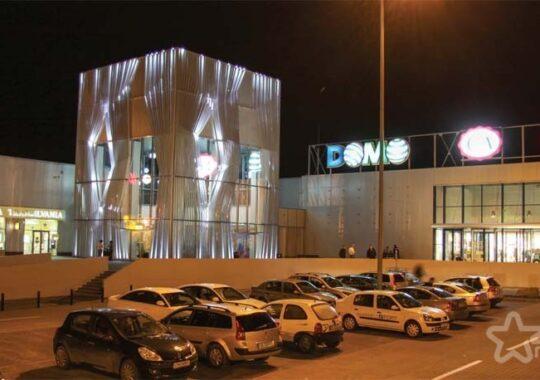 Mai multi vizitatori in mall-uri, dar mai putini bani