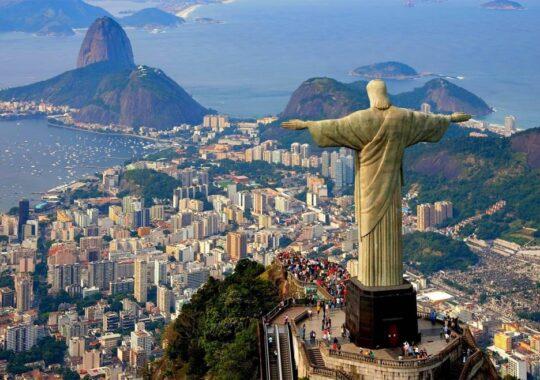 Statuia lui Iisus din Rio, lovita de fulger