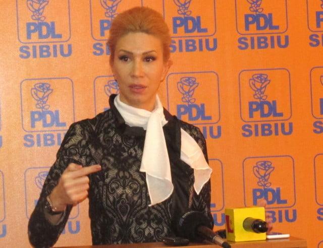 """Rechizitoriul Ralucai Turcan: """"PSD, profesionist al raului, cu un guvern toxic si corupt"""""""