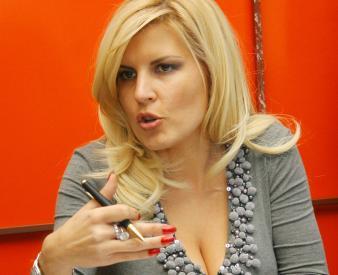 Elena Udrea retinuta 24 ore pentru spalare de bani si trafic de influenta