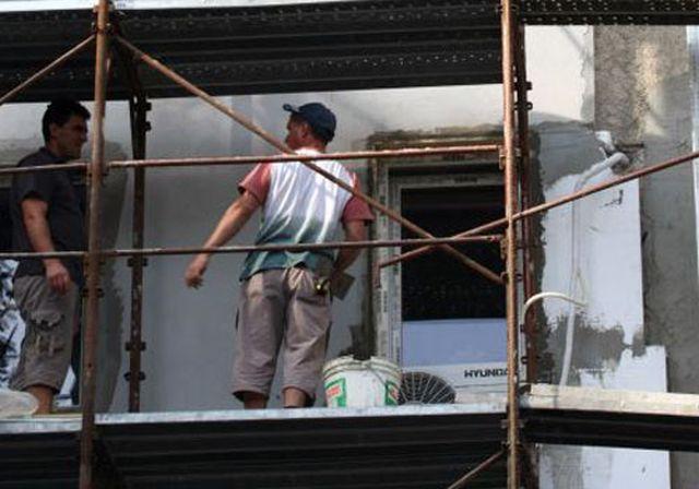 ACCIDENT DE MUNCA in Saliste Doi muncitori au cazut de pe o schela de la sase metri!