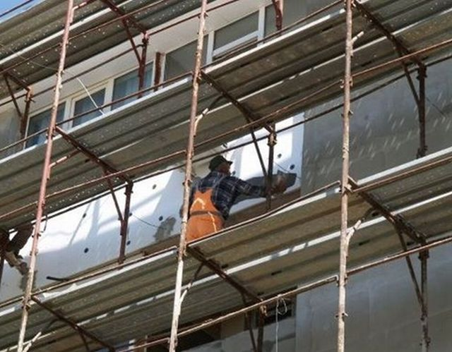 ACCIDENT DE MUNCA in Saliste Doi muncitori au cazut de pe o schela de la sase metri!1