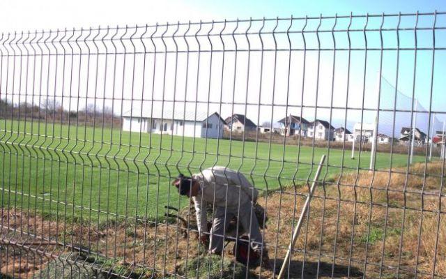 Cum au fost aruncati pe fereastra MILIOANE de lei in judetul Sibiu pe baze sportive neterminate in localitati fara si drumuri asfaltate!2