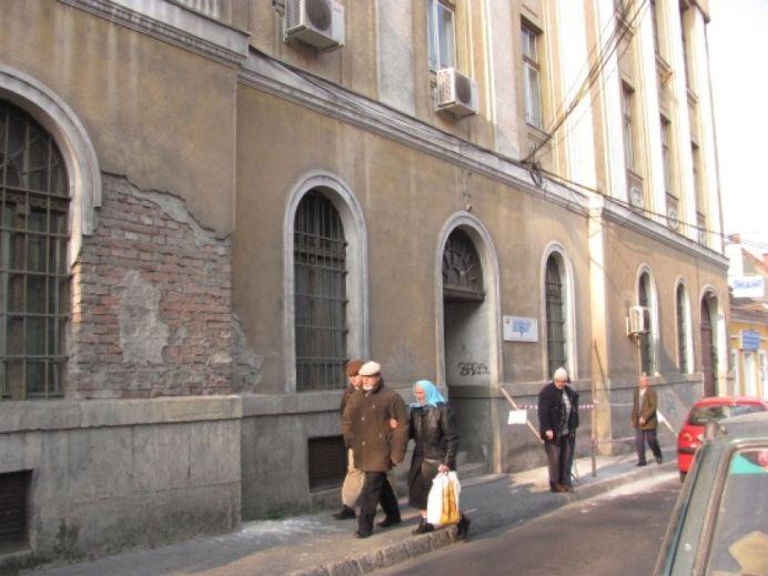 O tanara a fost lovita in cap de tencuiala desprinsa de pe o cladire din centrul Sibiului!2