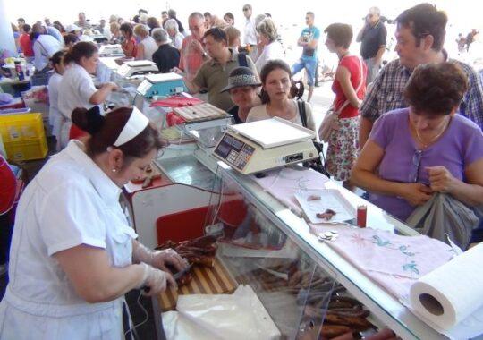 Program prelungit pentru Piata Taraneasca: patru zile pentru Craciun si Revelion