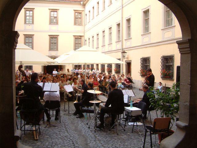 Concertul de la Muzeul Brukenthal se muta la Sala Thalia!2