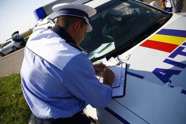 Desi avea permisul suspendat a urcat la volan si a avariat mai multe masini de Politie!2