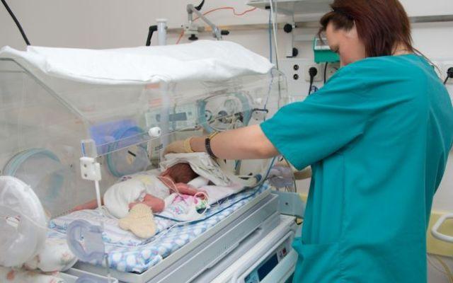 Sapte copii abandonati in maternitatile din judetul Sibiu nu pot fi preluati de DGASPC din lipsa de personal!