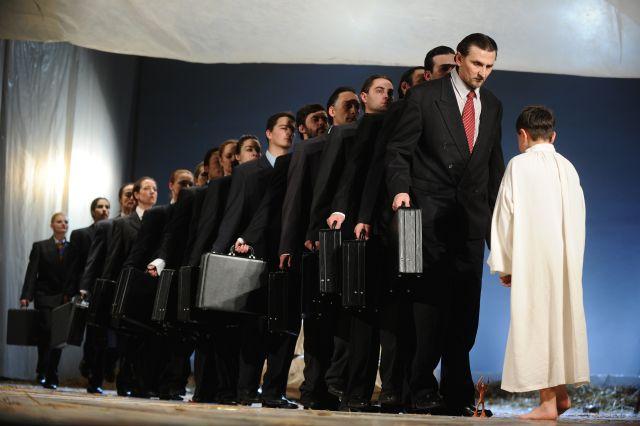 "Teatrul National ""Radu Stanca"" Sibiu prezinta ""Calatoriile lui Gulliver"" in turneu la Omsk!"