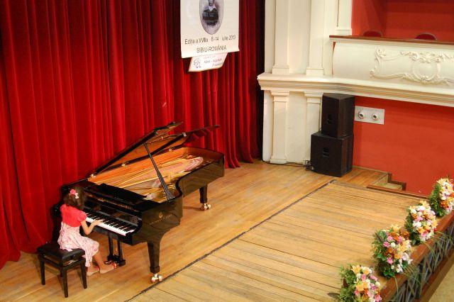 "Concurenti din 8 tari la a XIX-a editie a Concursului-Festival de Interpretare Pianistica si Compozitie ""Carl Filtsch""!"