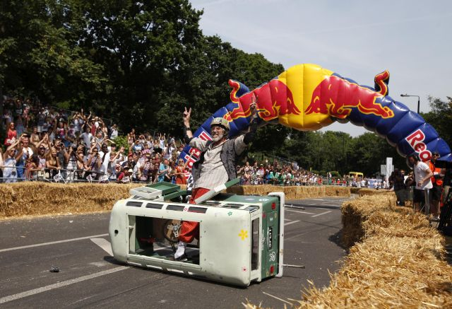 Sibienii sunt invitati sa-si testeze abilitatile de pilot la Red Bull Soapbox!