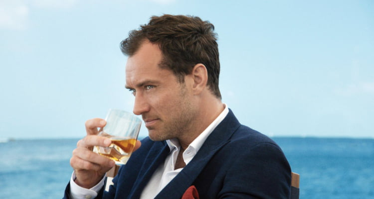 VIDEO De ce prefera Jude Law whiskey-ul Johnnie Walker?