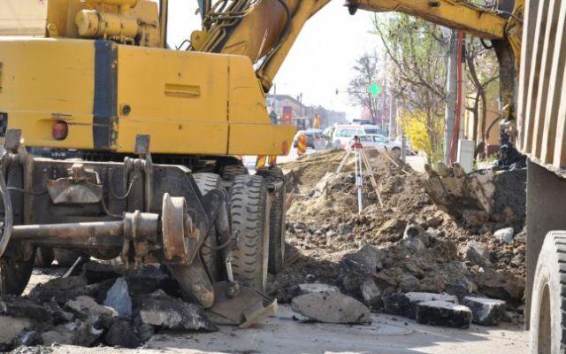 Un cartier din Sibiu intra in reparatii. Parcarile dintre blocuri se vor inchide!