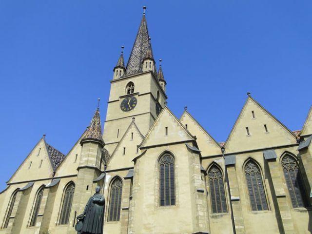 S-au incheiat lucrarile de reabilitare a acoperisului Bisericii Evanghelice C.A. din Piata Huet!2