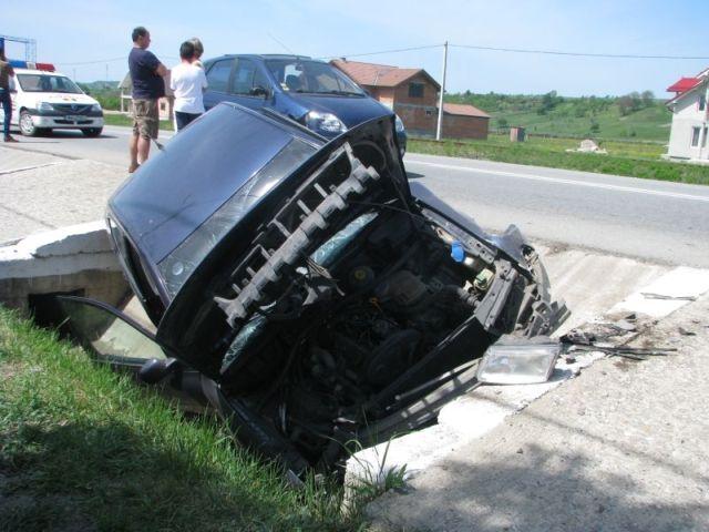 ACCIDENT GRAV Doi morti si un ranit dupa ce masina a intrat intr-un cap de pod in Sibiu!2