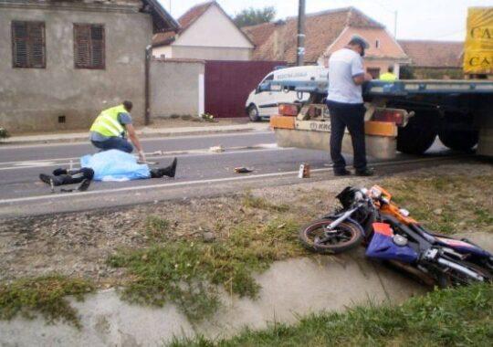 ACCIDENT ORIBIL in judetul Sibiu! O motociclista de 18 ani a MURIT sub ROTILE unui MASTODONT!