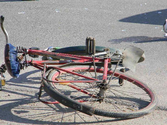 Biciclist neatent, accidentat grav de o autoutilitara!