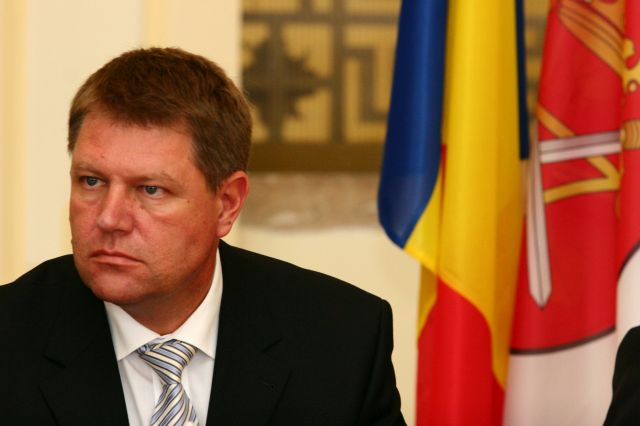 Klaus Iohannis isi lanseaza candidatura la PREZIDENTIALE Daca ai dezamagit la Palatul Victoria, nu o sa faci nimic nici la Palatul Cotroceni!2