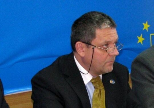 "Mircea Cazan: Ponta ""7 case nedeclarate"", urmasul vrednic al lui Nastase ""4 case declarate""!"