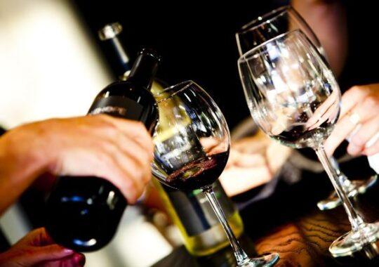 Esti fan vinuri? Antunci nu trebuie sa ratezi fastivalul Vinfest de la Sibiu