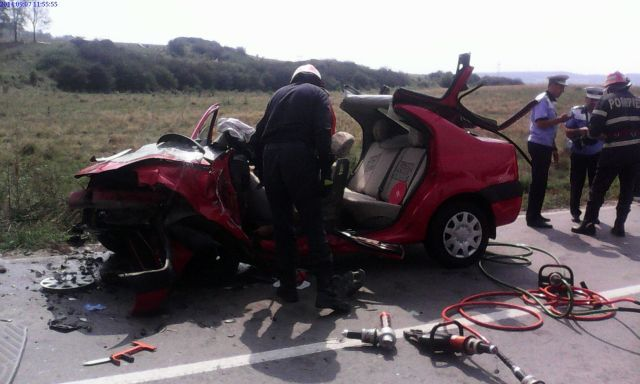 ACCIDENT GRAV in Dealul Daii! Un sofer a intrat pe contrasens lovind un autoturism!