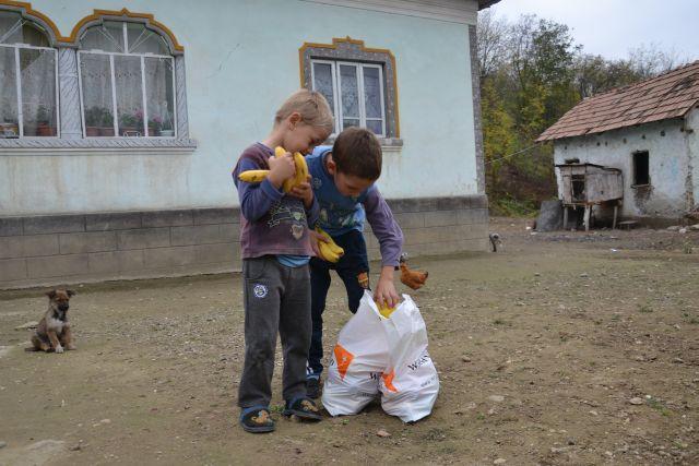 """Copiii nevoiasi din Viile Sibiului au primit o raza de lumina in urma proiectului """"Implica-te Doneaza""""!"""
