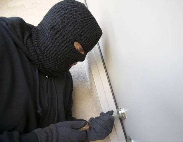 Politistii au prins doua persoane care furau din locuintele din Medias!2