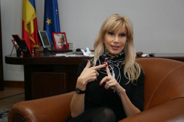 Raluca Turcan Pricopie, termenul de gratie a expirat si copiii tot nu au abecedare!1