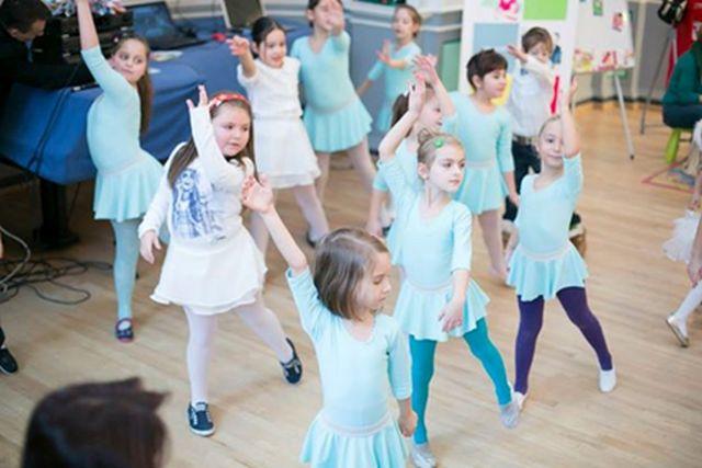 Mos Craciun ii invita pe copiii din Sibiu la JUCARIADA!2