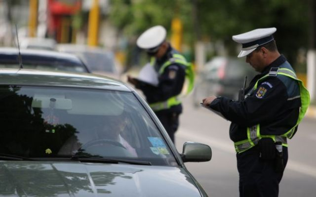 Soferii sibieni opriti in trafic. Trebuie sa raspunda la opt intrebari