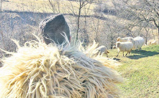 Unii cred ca-si cumpara loc in RAI: Un cioban din Marginimea Sibiului a dat o avere pe un loc in strana bisericii!