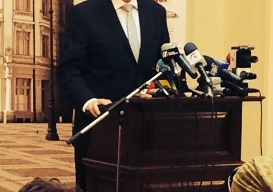 """Iohannis, ultima zi de primar. """"Mie imi pasa de Sibiu. Daca imi cer sfatul, voi fi bucuros sa il dau"""""""
