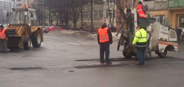 Adio gropi! Primaria Sibiu a inceput plombarile de primavara