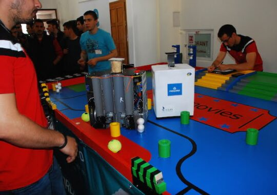 Trei echipe ale ULBS vor reprezenta Romania la concursul international Eurobot