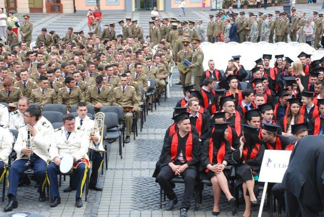 Absolventii ULBS si AFT sarbatoriti in Piata Mare