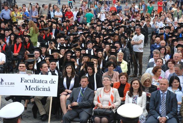 Medicinistii sibieni despre blocarea plecarii in strainatate: Mai bine ne platim facultatea