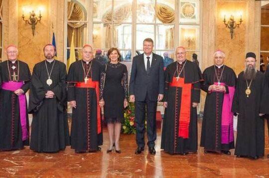 """Iluzia optica prin care Carmen Iohannis a """"driblat"""" protocolul vestimentar de la Vatican"""