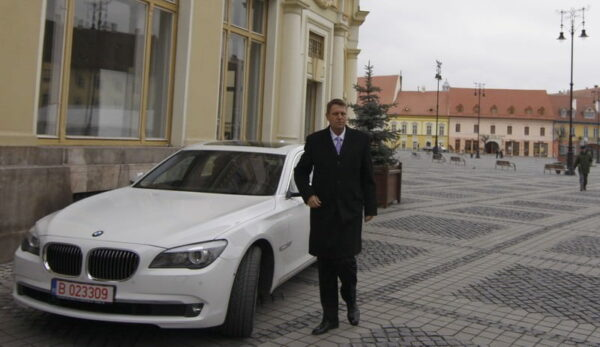 Iohannis cu BMW alb
