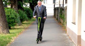"""Pentru ca Iubesc Sibiul, si il lasa să respire, profesorii si studentii ULBS """"uita"""" masinile in parcare"""