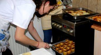 Surpriza gustoasa pentru batranii din Camin. Studentii sibieni le pregatesc cina de Craciun