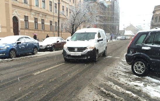 Sibiul, sub cod galben de ninsori. Nu avem drumuri blocate dar se circula in conditii de iarna