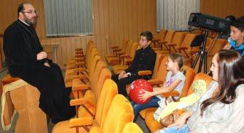 Preotul care s-ar putea bate pentru fostul scaun al lui Iohannis