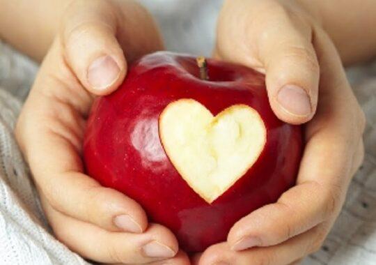 Elevii primesc mere in scoli incepand din luna aprilie