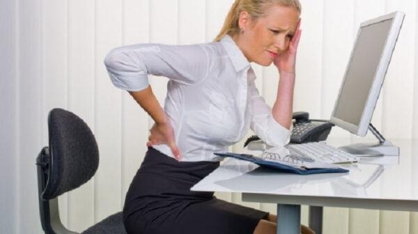pozitia incorecta la birou, dureri de spate