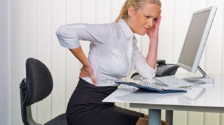 Munca la birou, cauza durerilor de spate si a altor dureri aparute la nivelul muschilor.  Ce trebuie sa faci pentru a scapa de aceste dureri?