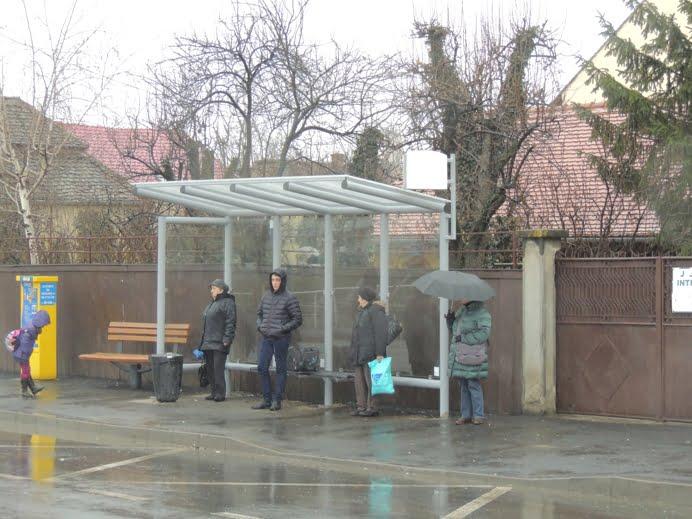 Mobilier nou in 14 statii de autobuz
