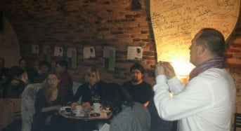 """Au condus fumatul pe """"ultimul drum"""" in Cafeneaua Artistilor din Sibiu"""