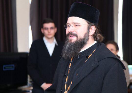Preasfintitul Macarie al Europei de Nord s-a intalnit cu liceenii sibieni