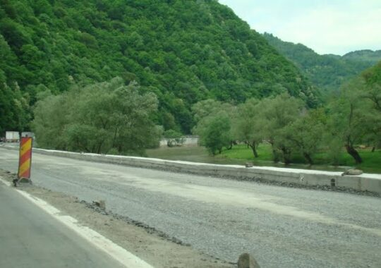 Inca 5 km cu trei benzi pe Valea Oltului